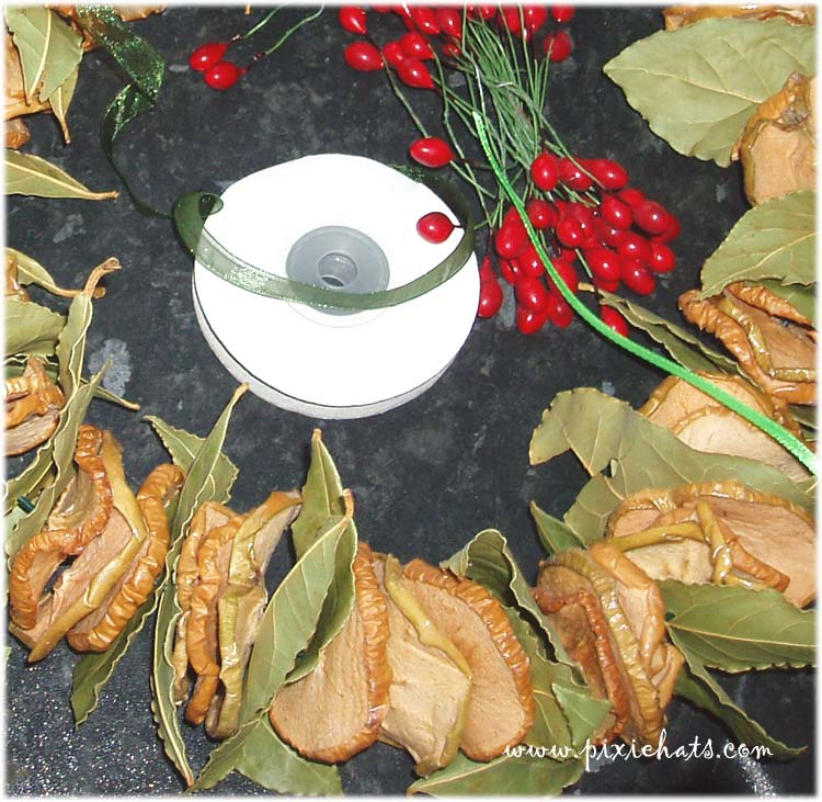 What you need to make an apple slice and bay leaf garland for Christmas Yule