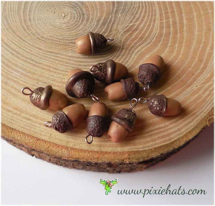 10 small acorn bead charms